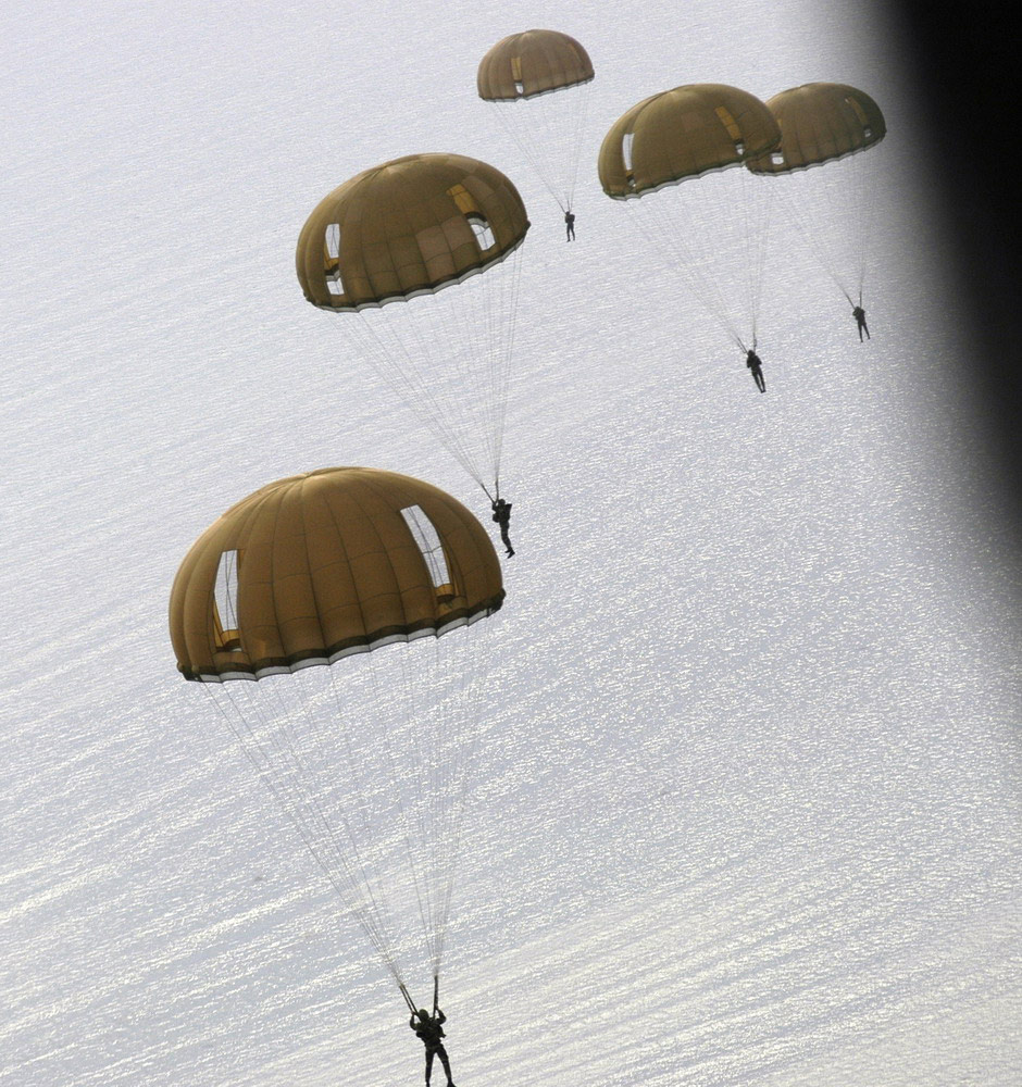 Saut de commandos Marine à la mer (PHOTOS : Marine Nationale)