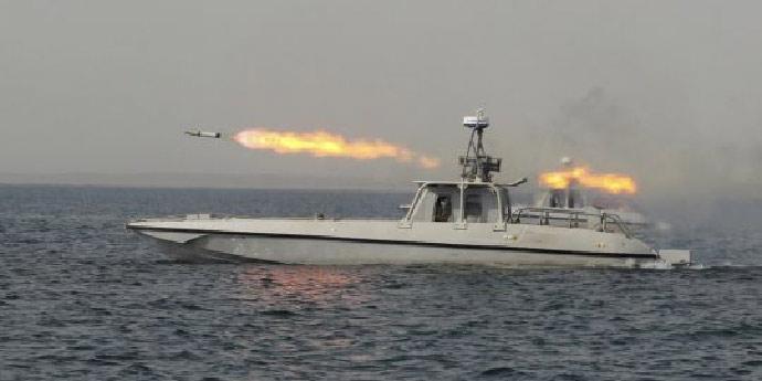 Vedettes lance-missiles iraniennes en exercice dans le golfe Persique (thiesvision.com)