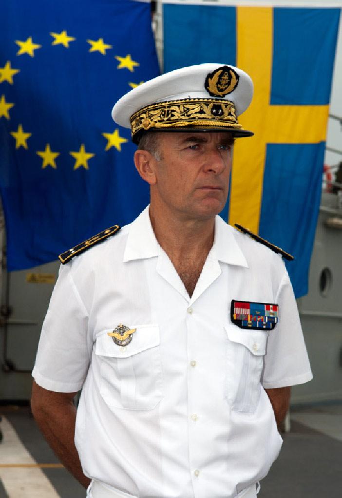le vice-amiral Coindreau, commandant la Force aéromaritime de réaction rapide française (FRMARFOR) (Marine nationale)