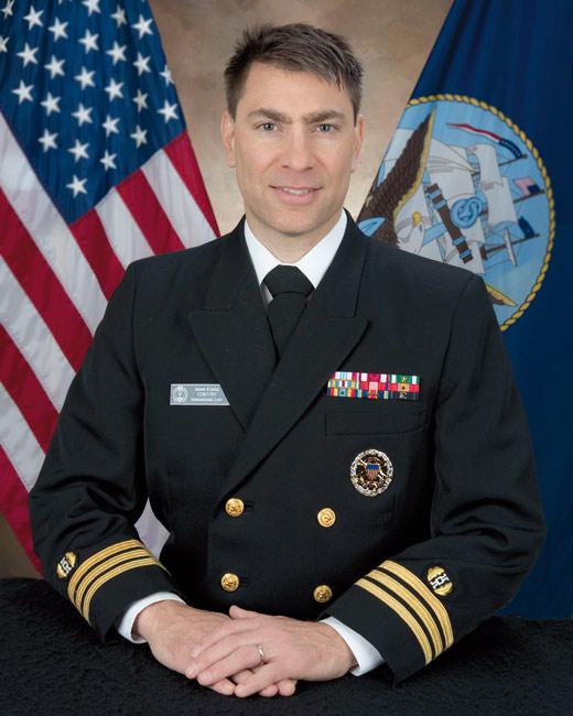 Le capitaine de frégate James Kraska, officier du corps des juristes de la Marine américaine.