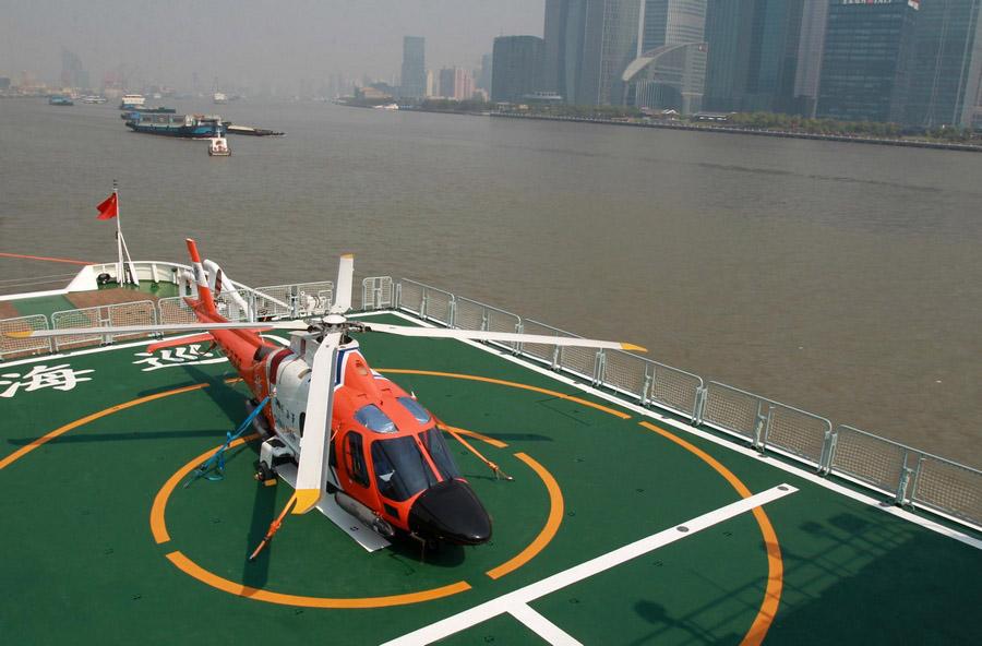 Un hélicoptère sur le patrouilleur Haixun 01 à Shanghai le 15 avril 2013.