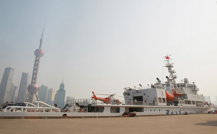 Le patrouilleur Haixun 01, amarré dans un port de Shanghai le 15 avril 2013.