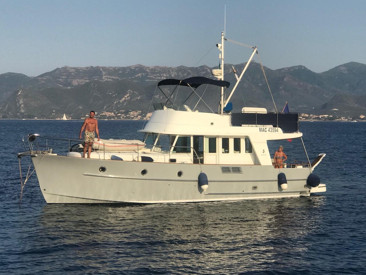 1 Bernard et Martine Ceas a bord de leur trawler Tintamarre